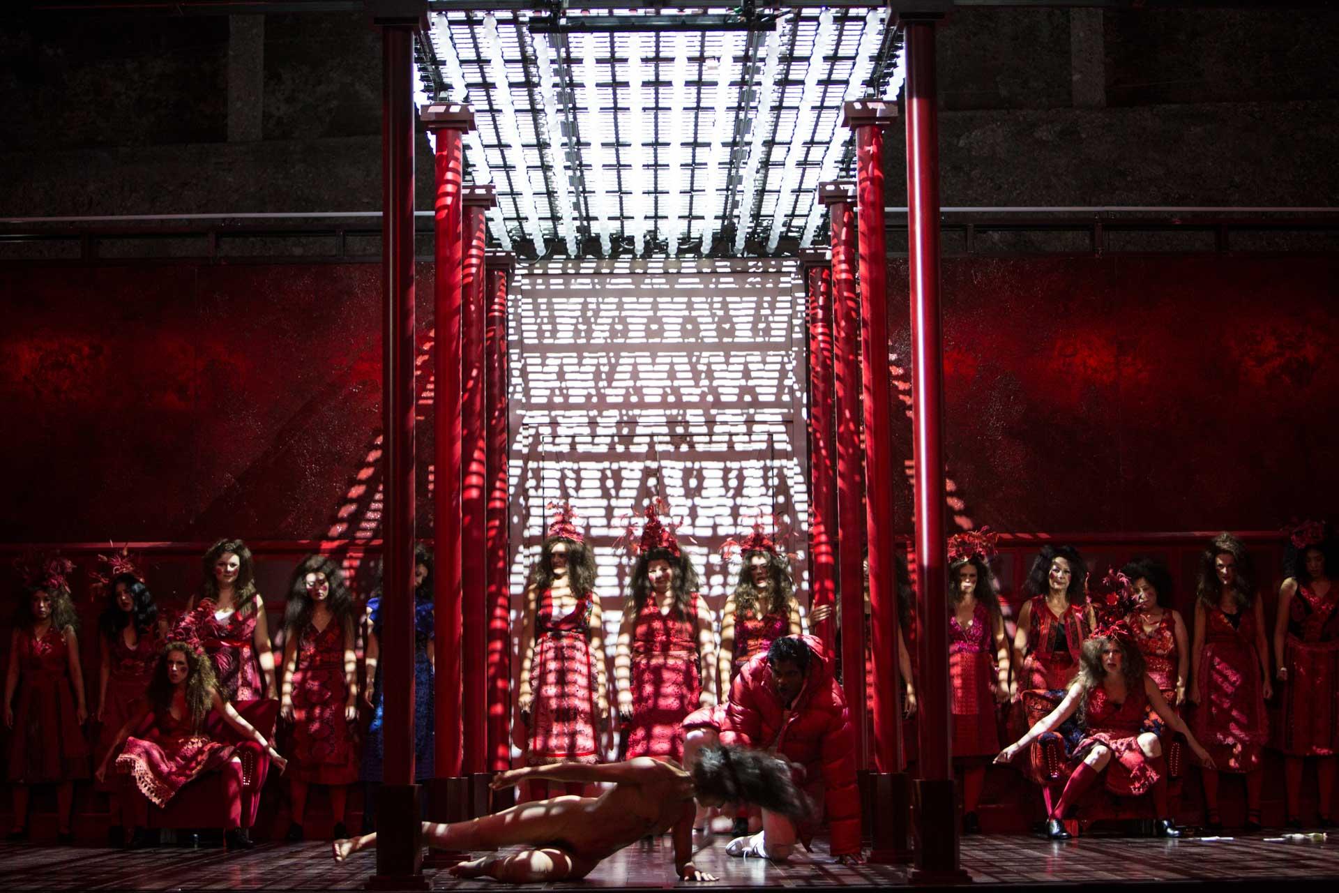3 - Salzburg Festival - The Bassarids - Warlikowski production (© Bernd Uhlig)