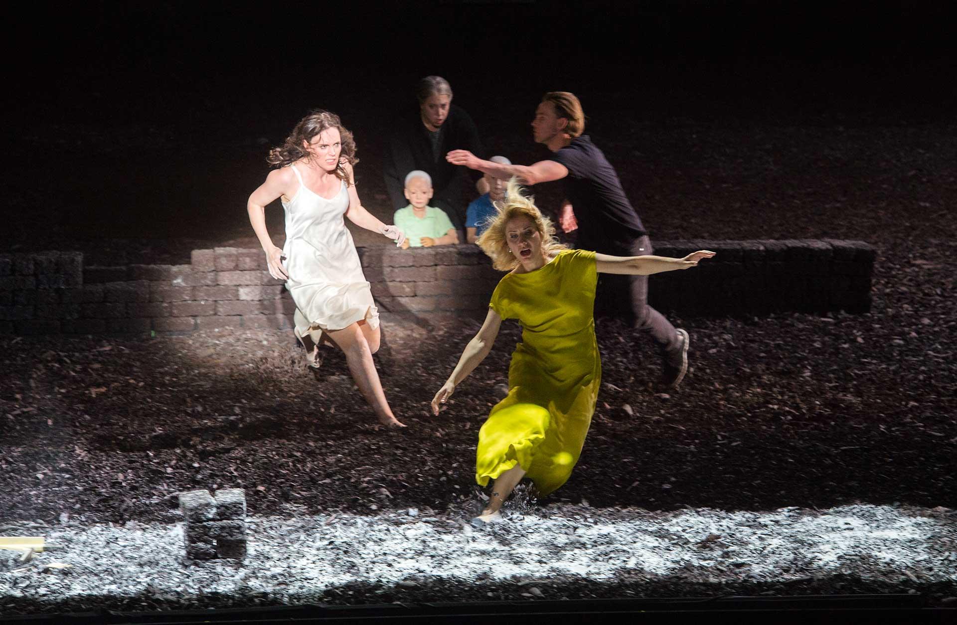 Komische Oper Berlin - Reimann's Medea 2017 (© Monika Rittershaus)